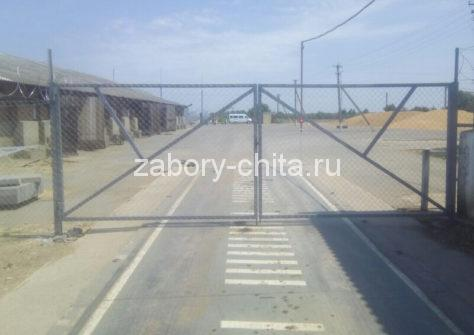 Забор из сетки Рабица с распашными воротами